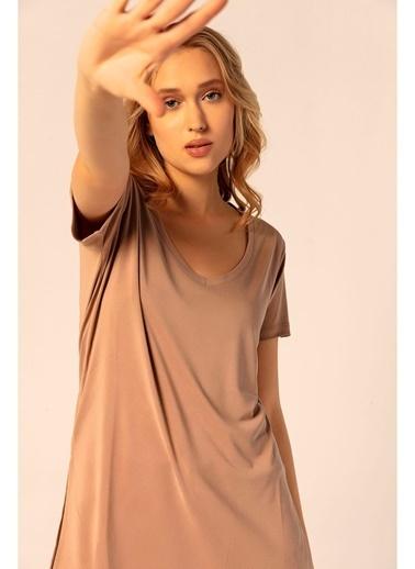 Tiffany&Tomato V Yaka Kısa Kol Yırtmaçlı Tshirt Vizon